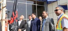 راية أبو الفضل العباس(ع) ترتفع في سماء مطار النجف الأشرف الدولي